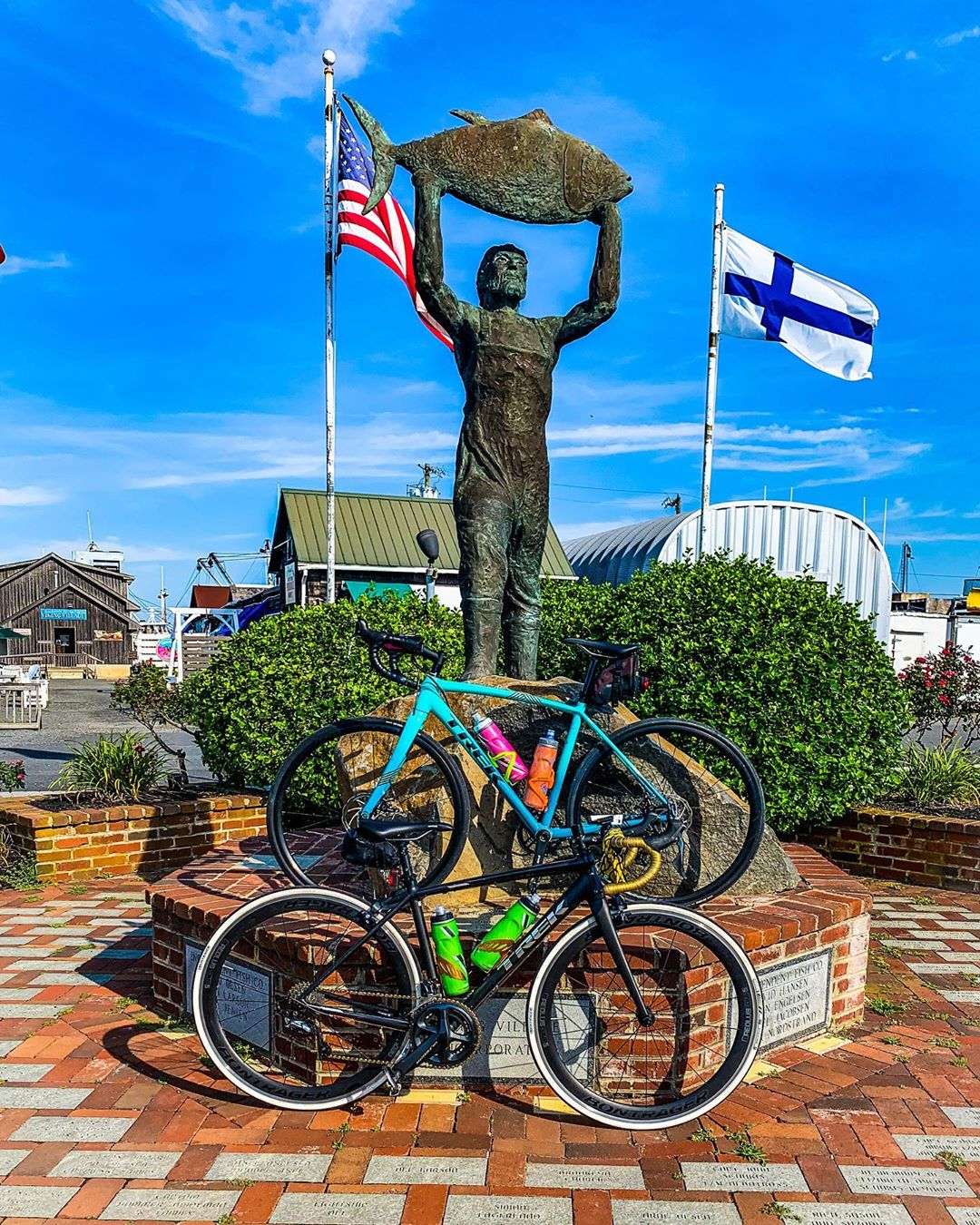 Photo op from me and @lmgti's bike ride yesterday. Statue by @hanlon7593 @hanlon…