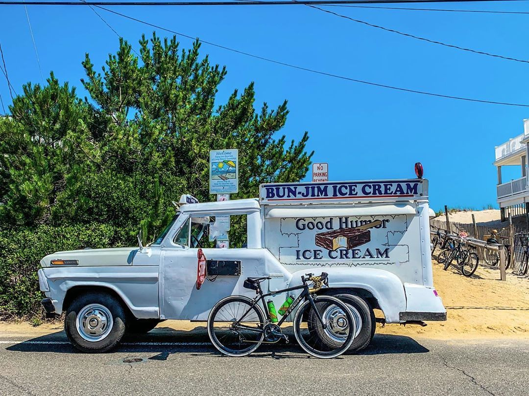 Photo op with the @goodhumor_icecream truck from today's 21.33mi solo lbi quick …