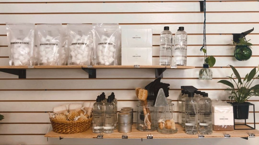 Read more about the article Shelfie views  #rootingforearth #rootgreenshoppe #rootlbi #shelfie #ecofriendly …