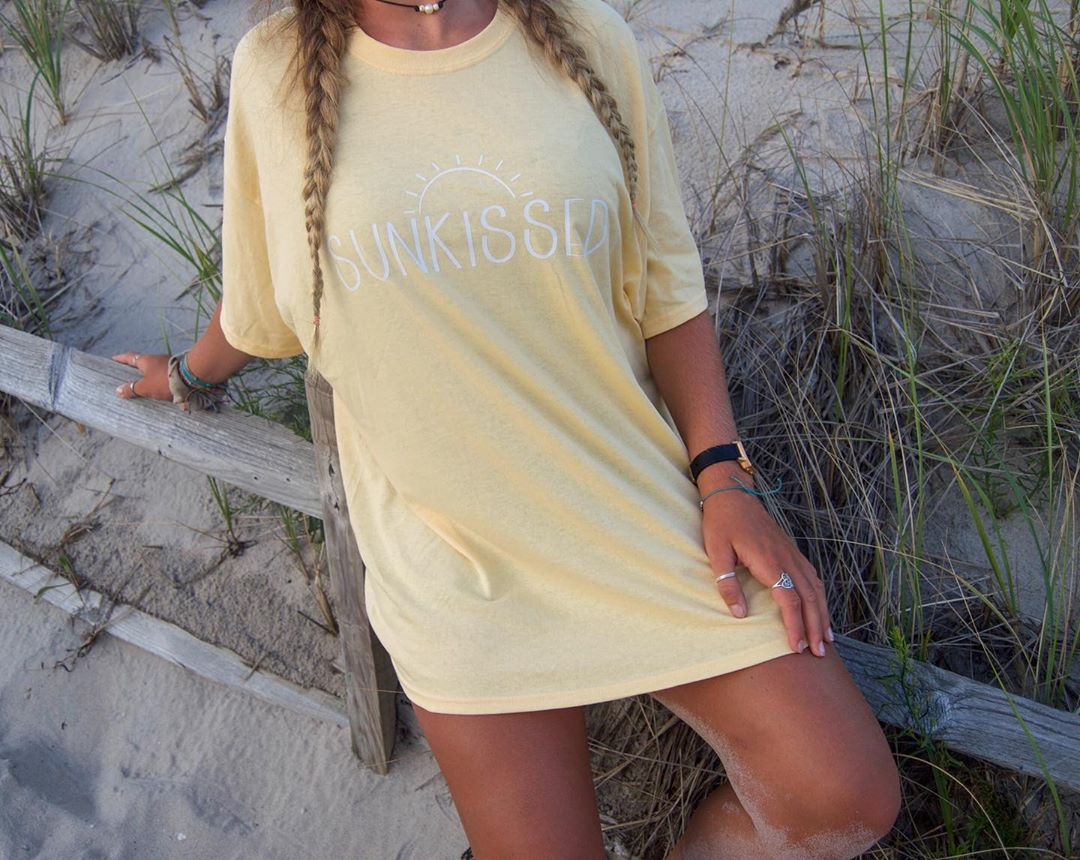 ⓈⓊⓃ ⓀⒾⓈⓈⒺⒹ ②ⓍⓁ ⓉⒺⒺ SOLD! 25$ oversized coverup tee!  ⋄  ⋄  ⋄  ⋄          …