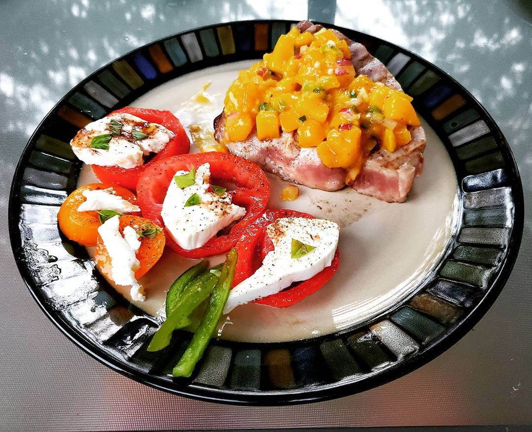 LBI Beach eats! Tuna from the canyon with mango salsa, fresh tomatoes, peppers and b…