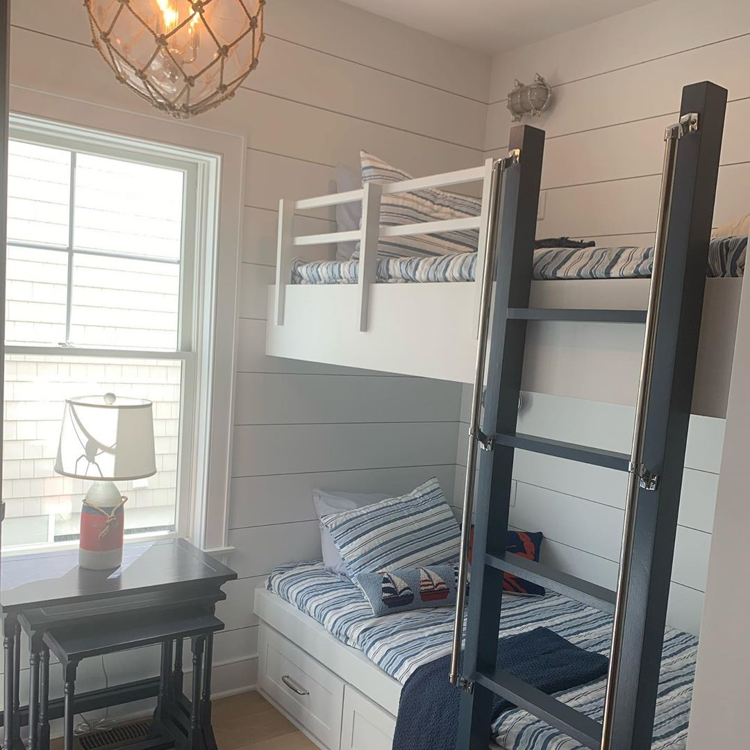 LBI One of many details our clients love is to see built ins! If it's in stairwells …