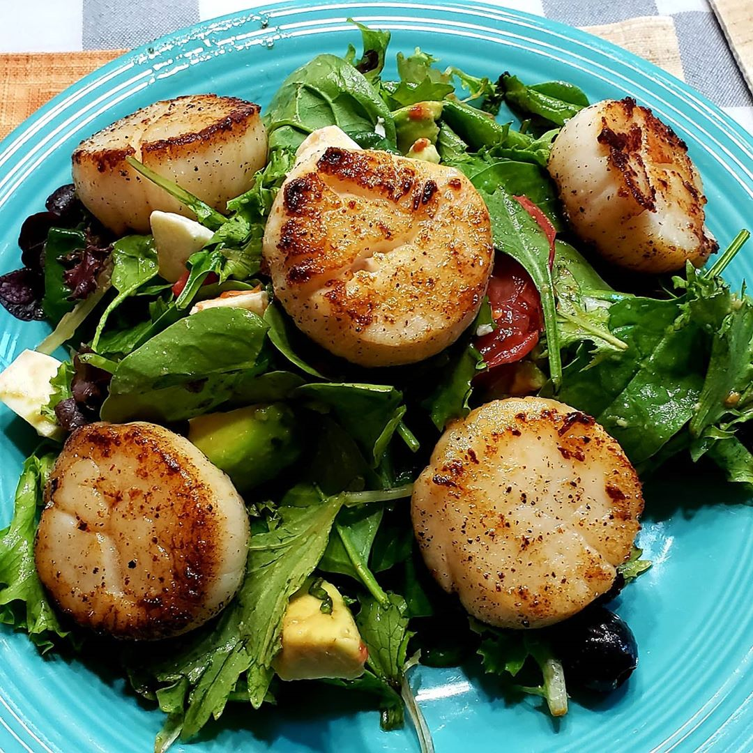 LBI Possibly the BEST Scallops I've ever had. Went to  on LBI. Asked for a Dozen U10…