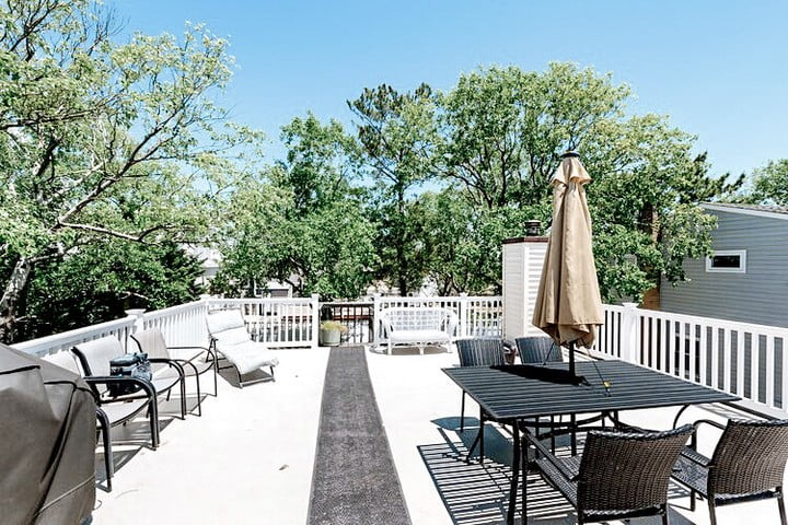 LBI Talk about a dream deck!  This space is perfect for sun-bathing on these beautif…