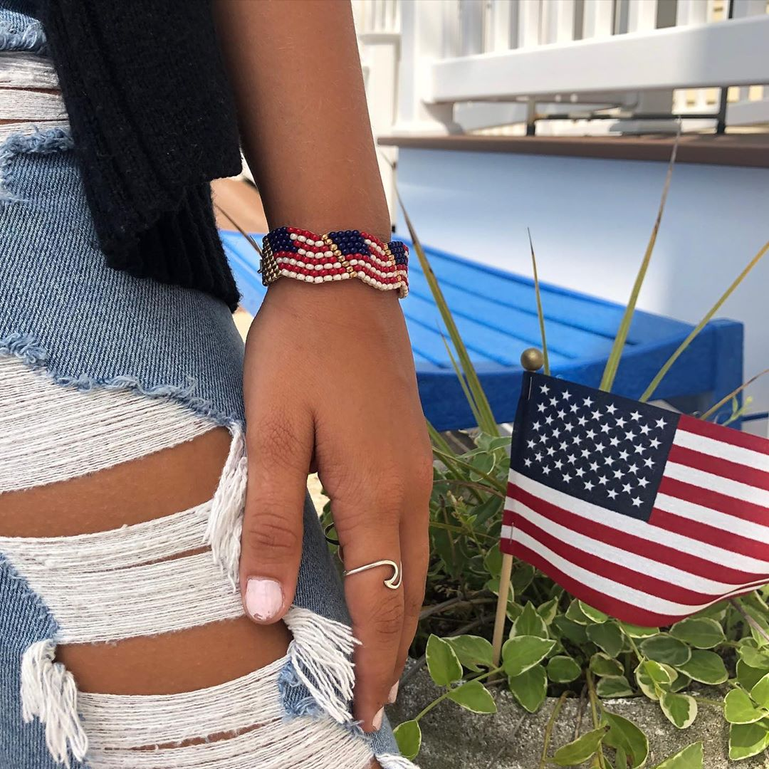 LBI In case you didn't know, the presidential debate is tonight at 9 EST.  Bracelet …