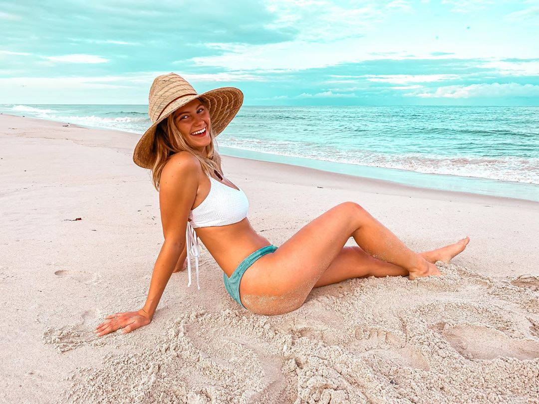 LBI My arm said   Do you ever look through Pinterest to find pose ideas for photos??…
