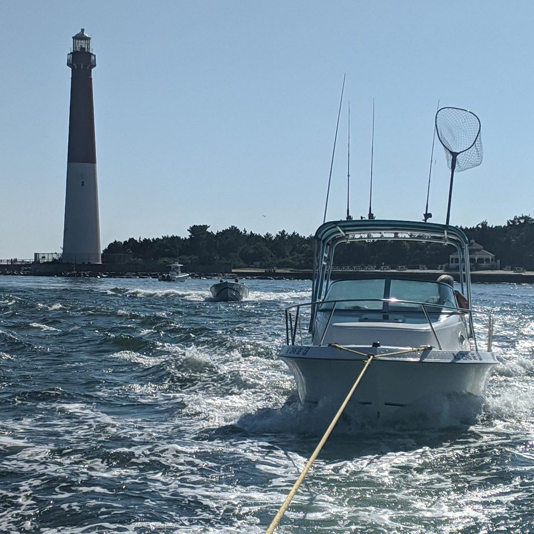 LBI Towboat  inbound Barnegat inlet with a 21' Aquasport.  Everyone have a safe holi…