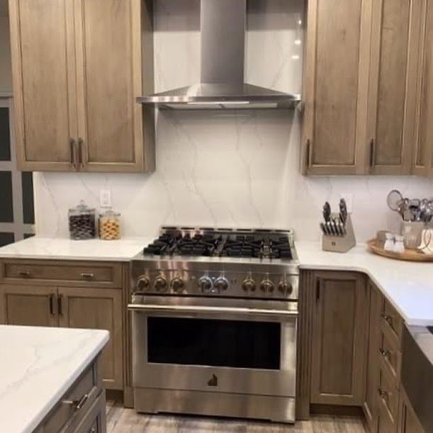 LBI Always love a good before & after! Check out this gorgeous kitchen! Swipe to see…