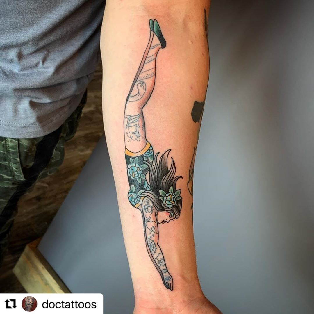 LBI Loving the placement of this traditional lady diver. Email Doc to book, 2020 alm…