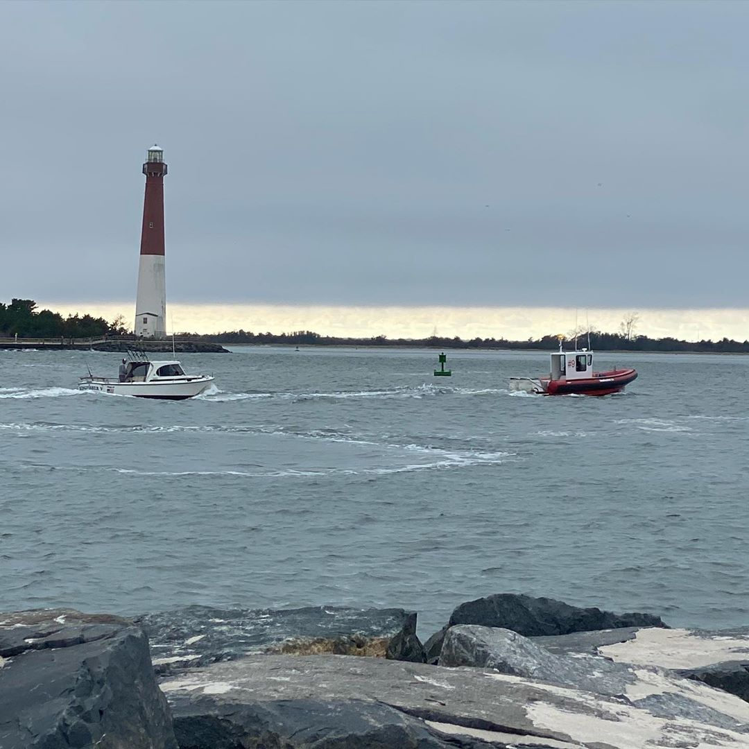 LBI Towboat  inbound Barnegat Inlet with a 26' Shamrock who was a non-member!  Don't…