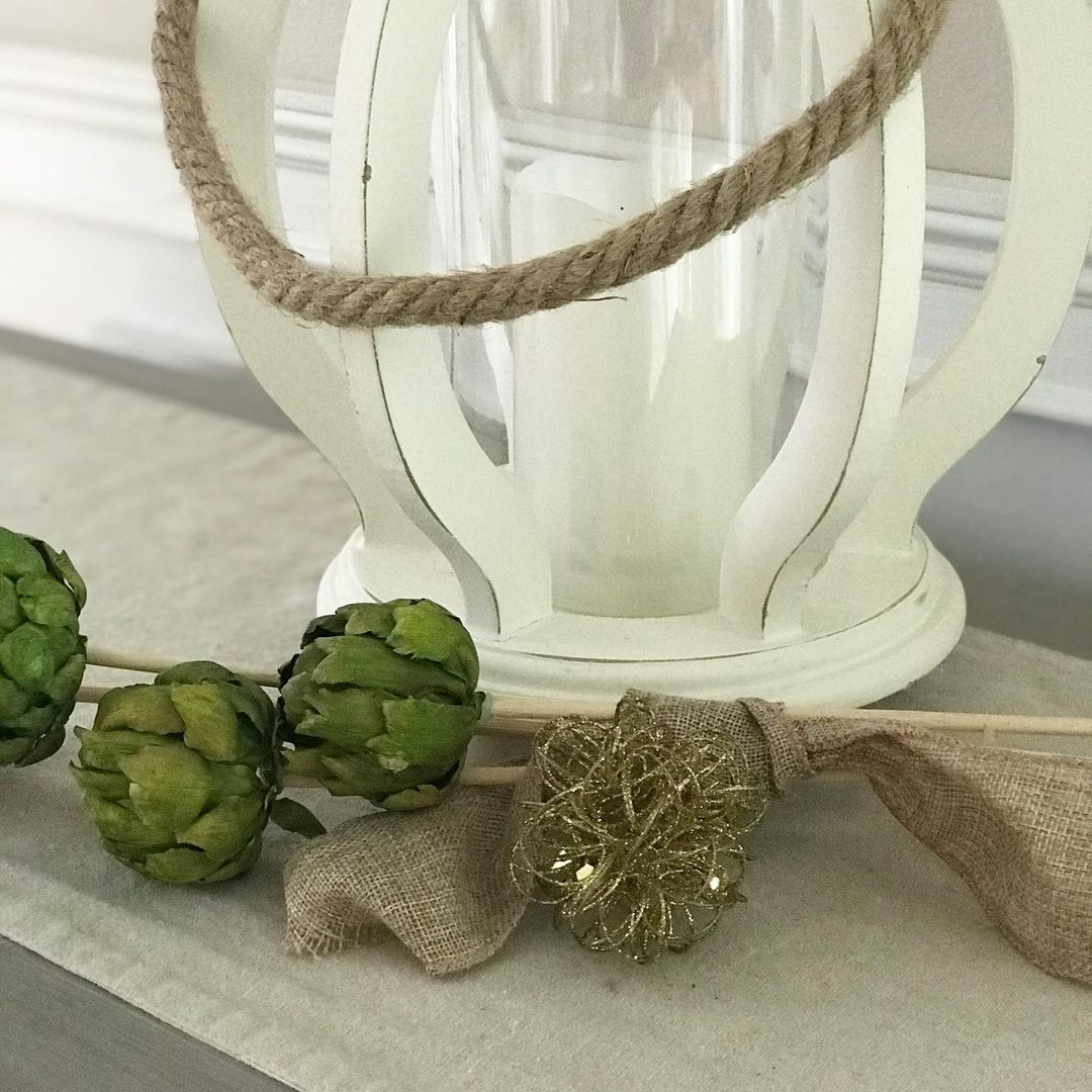 LBI Adding this sparkly gold orb takes everyday decor to holiday decor!! That's it. …