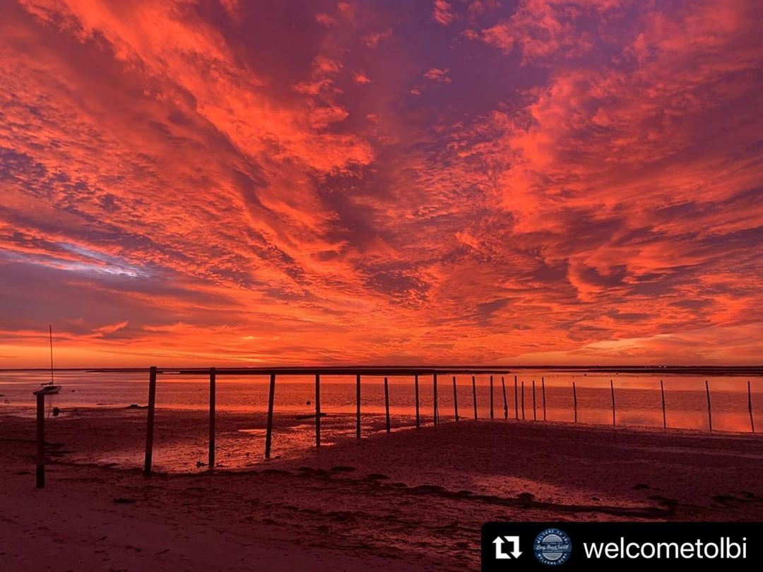 LBI    ・・・ Three stages of tonight's total stunner  First photo captured by  in Barn…