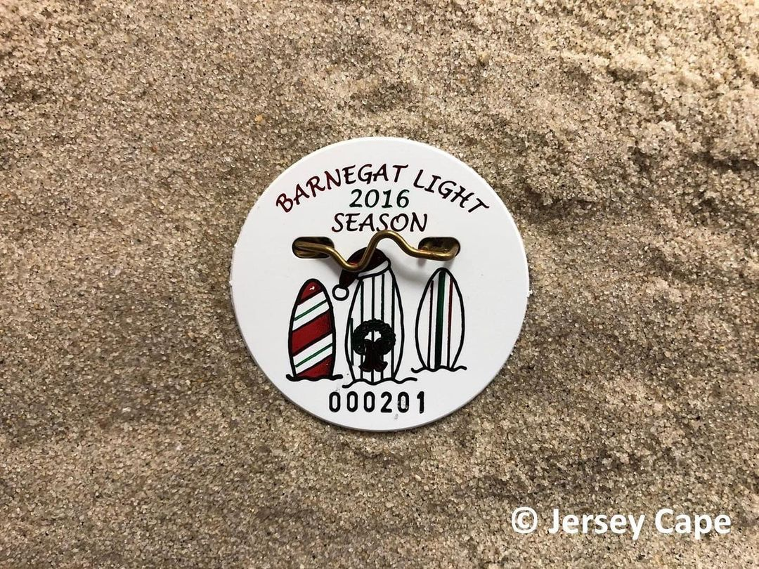 LBI Less than 8 days until Christmas! For this week's  beach badge, holiday edition,…