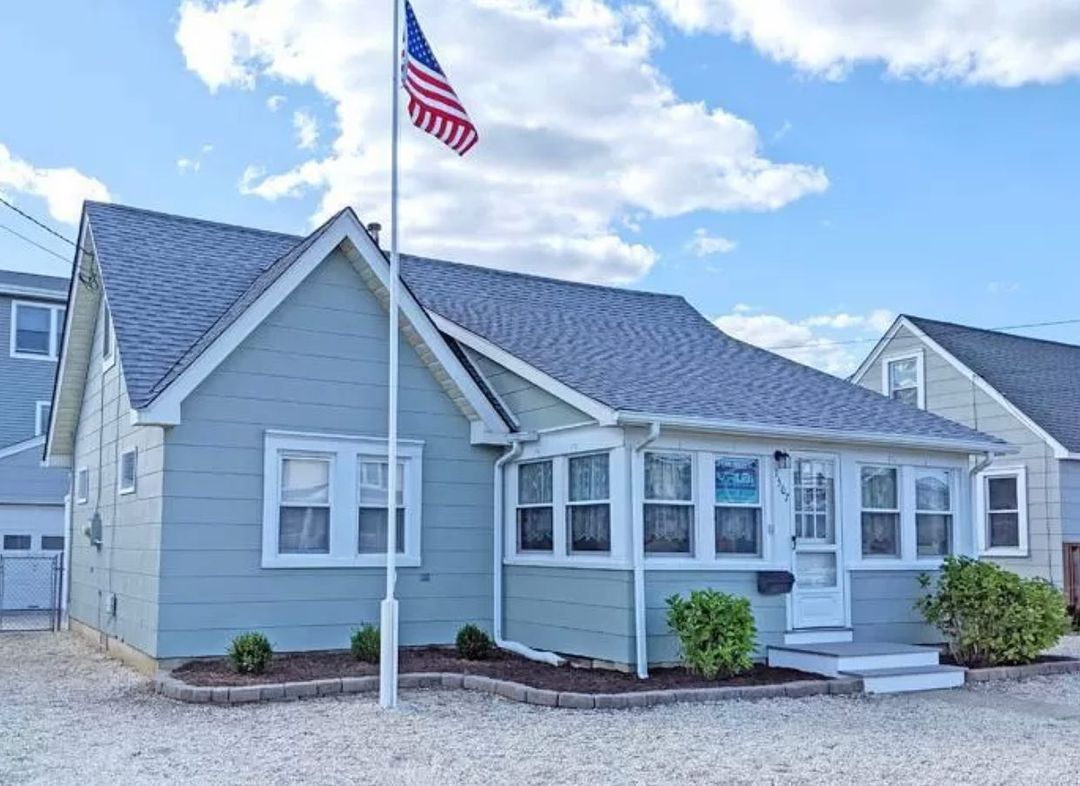 Read more about the article LBI SOLD in Surf City! • Thrilled for my clients as they become the islands newest y…