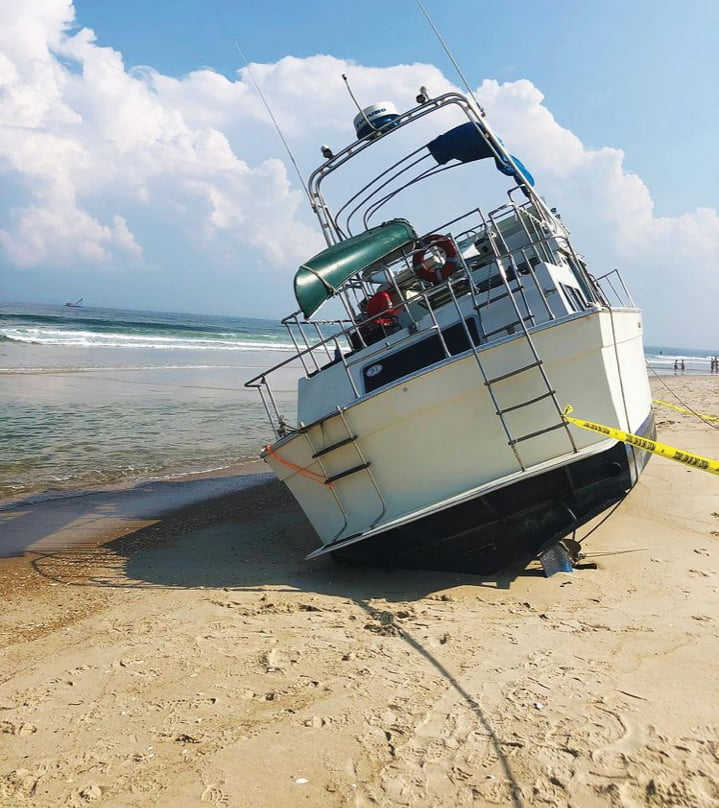 Read more about the article Disabled Boat Washes Up in Harvey Cedars