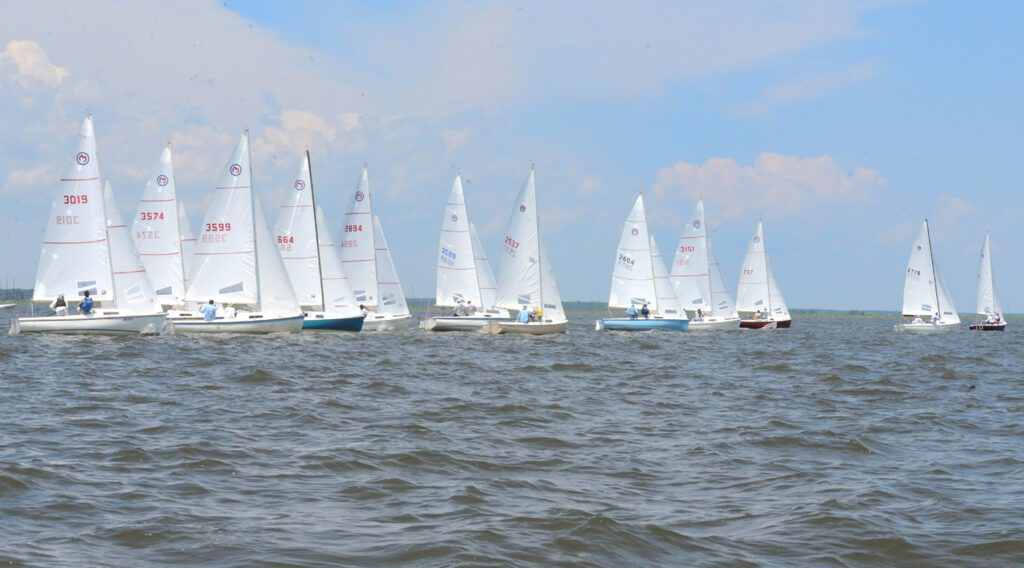 Read more about the article Walsh Captures Sixth Mariner National Title at Surf City Regatta